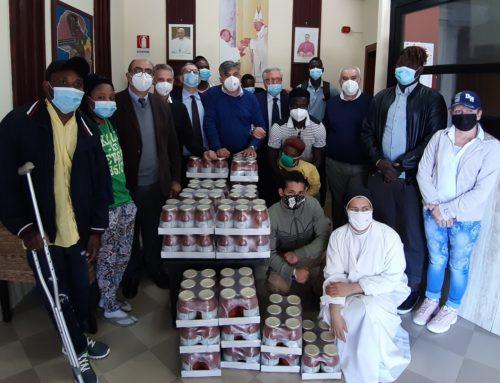 """Donati prodotti alimentari al """"CENTRO FERNANDES"""" di Castel Volturno."""
